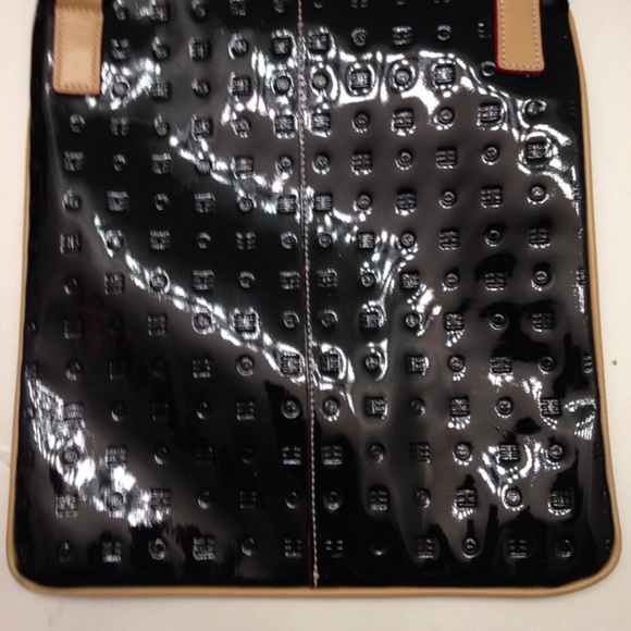 Arcadia Handbags - ARCADIA PATENT LEATHER CROSSBODY MESSENGER BAG